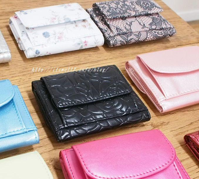 パーティーバックに入る「GIRL」の三つ折りミニ財布はコンパクトで使える